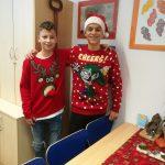 Zmagovalca božičnih puloverjev